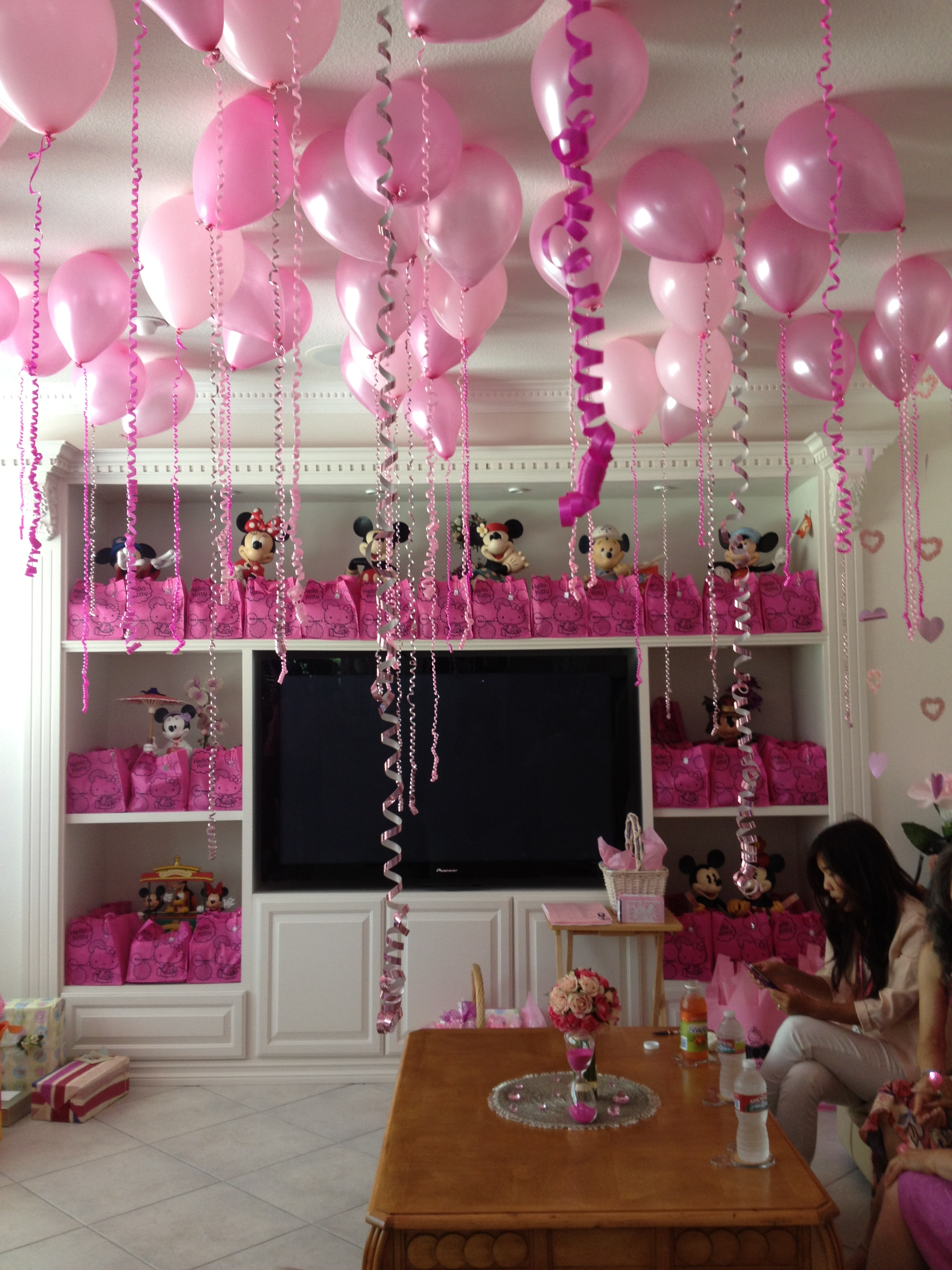 Hello kitty themed bridal shower for Wedding shower decorations ideas